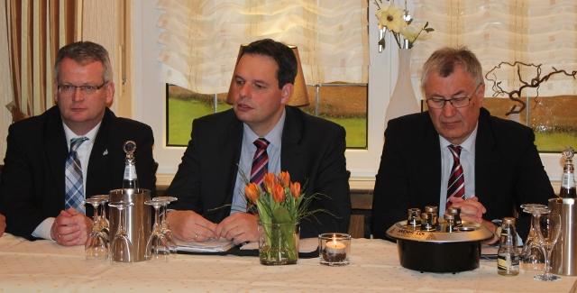von li. 1. Beigeordneter martin Tesind, Bürgermeister Andreas Grotendorst und Regierungspräsident Prof. Dr. Reinhard Klenke
