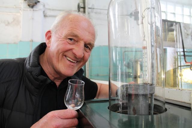 Johannes Böckenhoff freut sich über den neuen Nachfolger für seine Brennerei