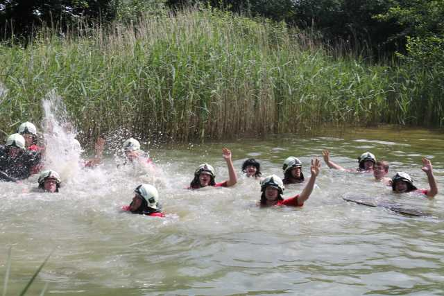 Schwimmen können die Jungs auch...