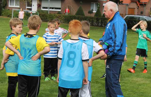 Jürgen Pütz-Bosse Trainer der E-Jugend von Eintracht motivierte die Spieler