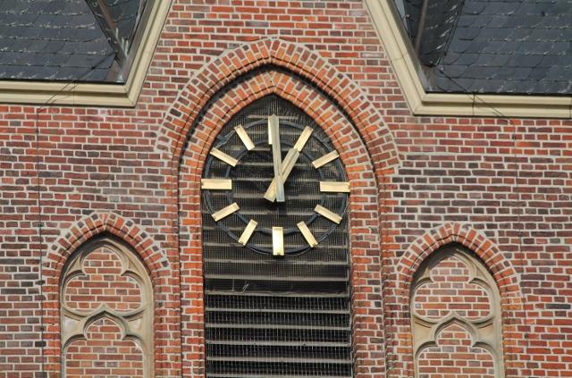 Seit Wochen defekt - die Kirchturmuhr von St. Silvester