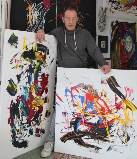 """Diese zwei Kunstwerke seiner rund 40 Kunstwerke spendete Ralph Heeger der Stiftung """"Tunnelblick"""" für eine Versteigerung"""