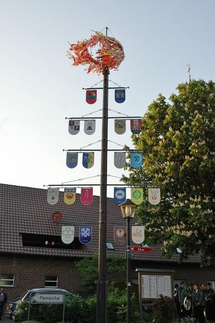 Maibaumaufstellen in Erle
