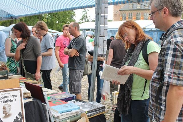 Reichlich Lesestoff aller Genre gibt es jährlich auf dem Büchermarkt am Schloss Raesfeld