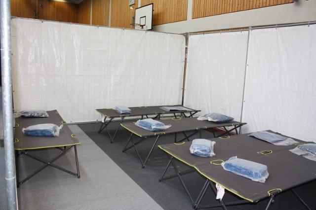 102 fl chtlinge in der vor bergehenden fl chtlingsunterkunft angekommen heimatreport. Black Bedroom Furniture Sets. Home Design Ideas