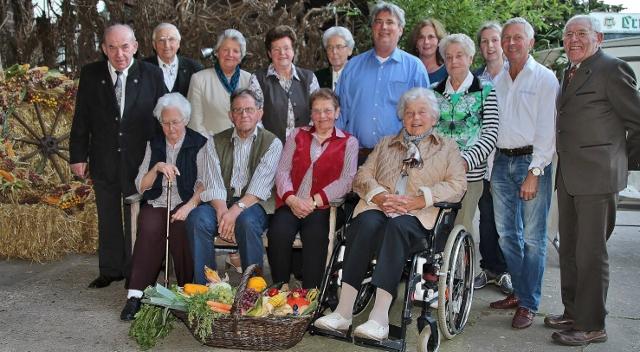 """Die Senioren der Nachbarschaft Westrich in Erle trafen sich auf dem Hof """"GutBöckenhoff"""" zum traditionellen Erntedankfest."""