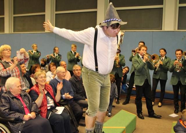"""Immer für eine Überraschung gut ist das Orchester """"Erler Jäger"""" und ihr musikalischer Leiter Oliver Jahnich."""