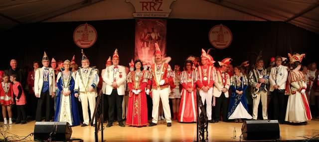 Zahlreiche befreundete Vereine kamen zur Prinzenproklamation 2015/16 nach Raesfeld ins Festzelt.
