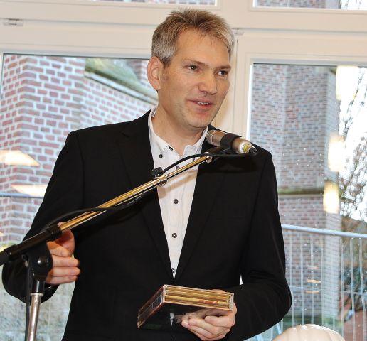 Architekt Reinhold Eversmann bedankte sich für die gute Zusammenarbeit während der Bauweise.