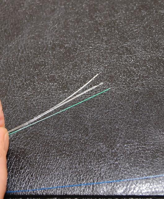 Nur ein Hauch von einem Kabel, wodurch demnächst die Lichtwellen verlustfrei fließen werden.