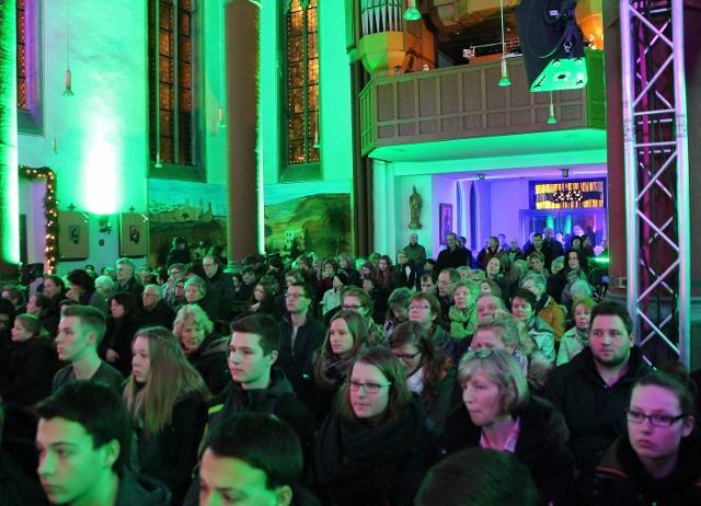 Nach dem Gottesdienst gab es im Anschluss noch eine sensationelle Laser-Show, unmalt mit fetzigen Disco-Rhythmen.
