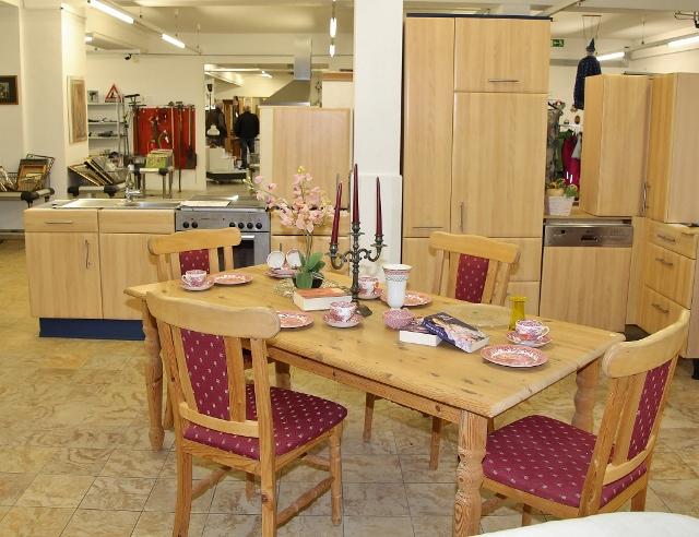 """Das neue """"soziale Möbelhaus"""" in Raesfeld an der Marbecker Straße 7 nimmt alles und verkauft alles für wenig Geld."""