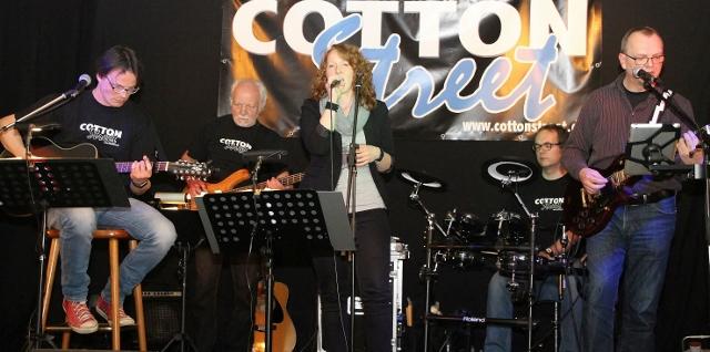 """Die Band """"Cotton Street"""" spielten auf der Kleinkunstbühne in Erle."""