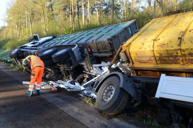 Foto: Bludau - 18.04.2016 - Borken Ein 40 Tonnen Sattelzug befuhr am Freitagmorgen die BAB 31 in Fahrtrichtung Bottrop.
