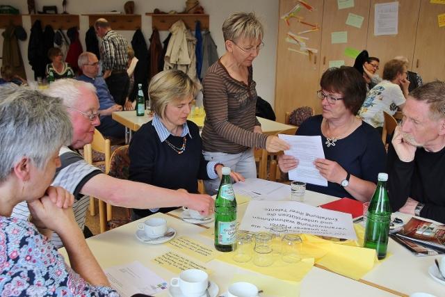 In Diskussionsrunden mehrerer Gruppen wurden die neuen Leitsätze intensiv diskutiert.