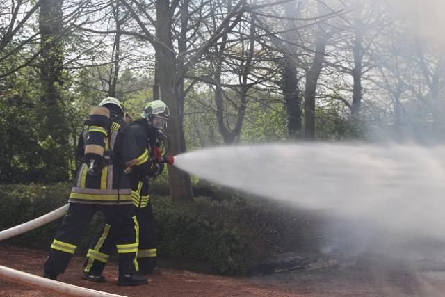 Garage brannte lichterloh-FeuerRaesfel-Löschzug Erle im Einsatz Foto_Petra Bosse (1)