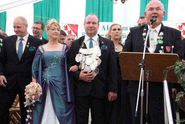 Der Erler Schützenverein präsentierte sich am Sonntag bei der großen Parade. Allen voran das Königspaar Ludger Schleking und Manuela Venhoff.
