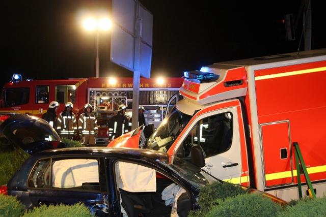 Schwerer Unfall Raesfeld-Erle mit Rettungswagen Foto_Petra Bosse