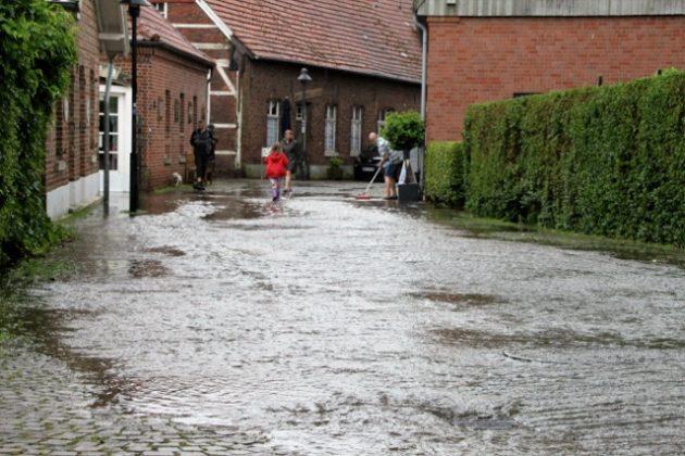 Überschwemmung nach Unwetter Schloss Raesfeld und Freiheit