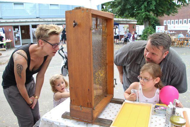 Tiefe Einblicke in das Leben der Bienen bekamen die Besucher am Stand der Imker.