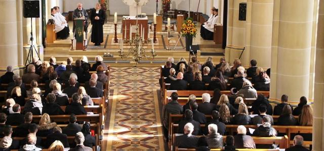 Ökumenischer Gedenkgottesdienst in der St. Martin-Kirche für Isabell-Marie Le Vesconte (20 J.), Benjamin Föcking (22. J) und Marcell Kuhn (23 J.).