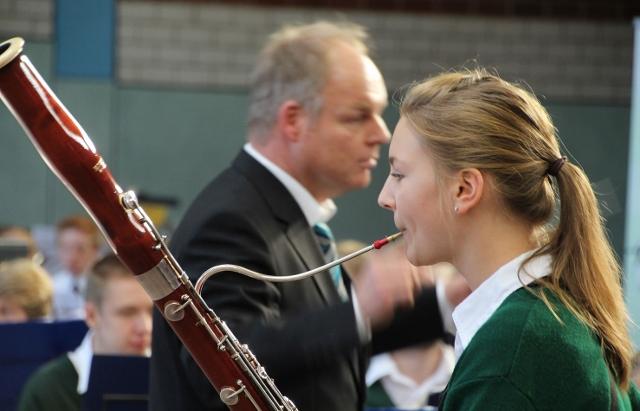 Karla Meyering von den Raesfelder Burgmusikanten brillierte als Solofagottistin beim Gemeinschaftskonzert der Jugendorchester.