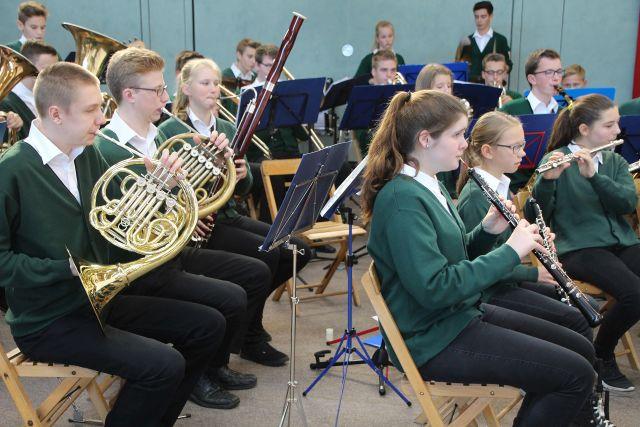Die Burgmusikanten Raesfeld zu einem Gemeinschaftskonzertkonzert ein.
