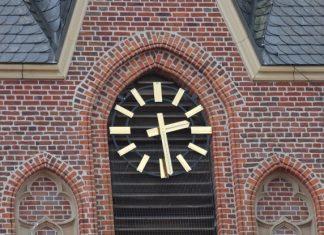 Neue Kirchturmuhr St. Silvesterkirche Erle