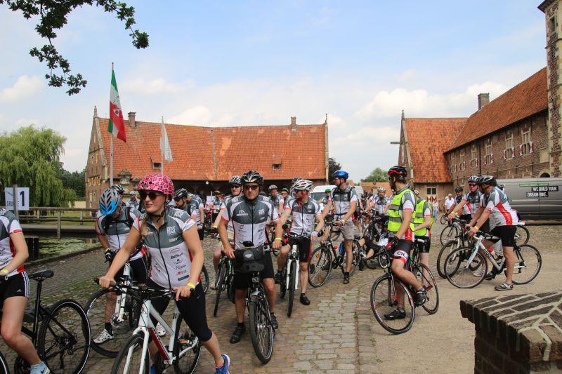 400 biker bei der muko tour am schloss raesfeld heimatreport. Black Bedroom Furniture Sets. Home Design Ideas