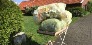Gelber Müllsack auf dem Hamborg in Raesfeld