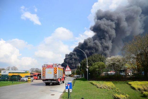 Feuerwehr bei Großbrand im Einsatz Borken