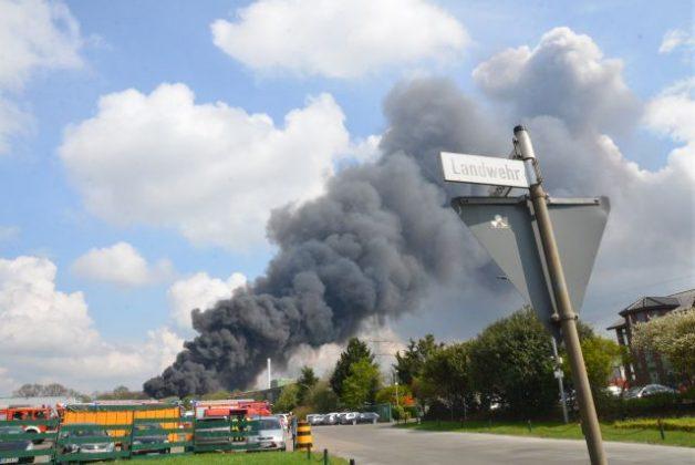 Großbrand in Borken bei einer Entsorgungsfirma