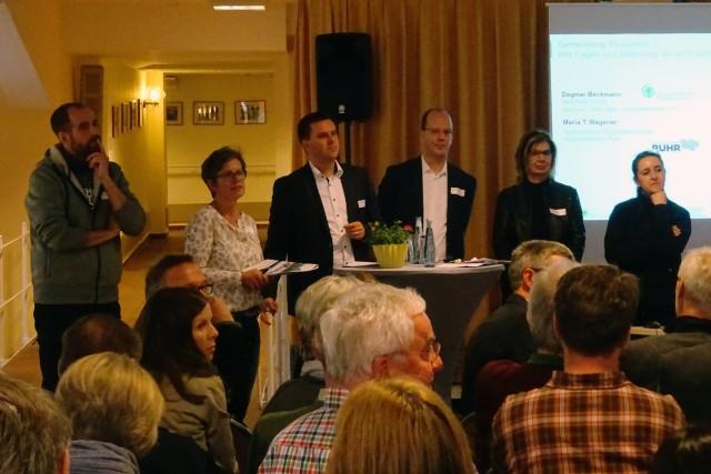 Bei einer Podiumsdiskussion wurde den Teilnehmern das neue Konzept vorgestellt.