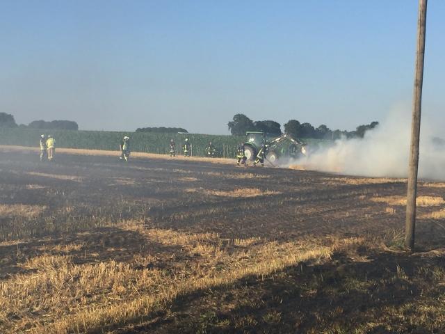 Stoppelfeld in Raesfeld brennt