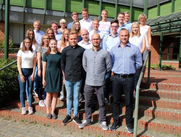 Kreisdirektor Dr. Ansgar Hörster und Ausbildungsleiterin Gisela Röder begüßten die neuen Auszubildenden und Studierenden der Borkener Kreisverwaltung.