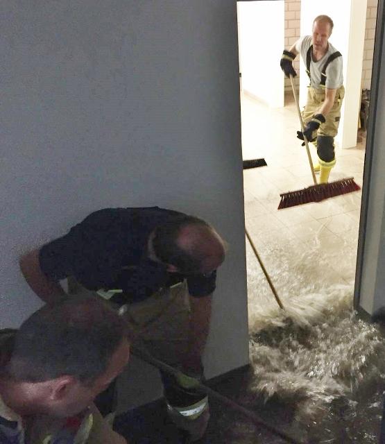 Starker Regen Feuerwehr Raesfeld im Einsatz