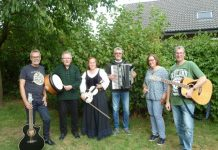 Folk Band TRASHING FLOOR