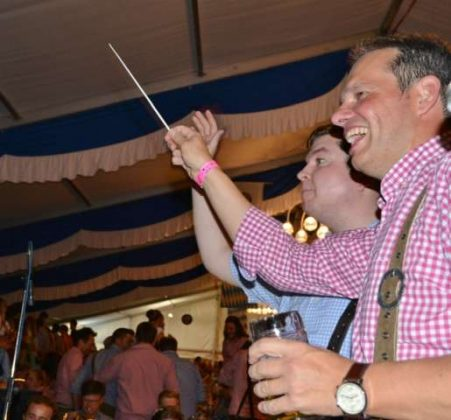 Bürgermeister andreas Grotendorst schwingt den Taktstock