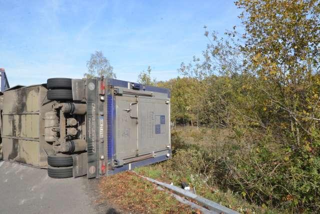 20 tote Schweine nach Unfall in Dorsten auf der B224