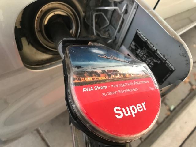 Tanken Benzinknappheit 2018