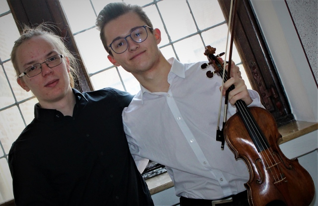 Duo mit Elias Feldmann an der Violine und Alexander Brzoska
