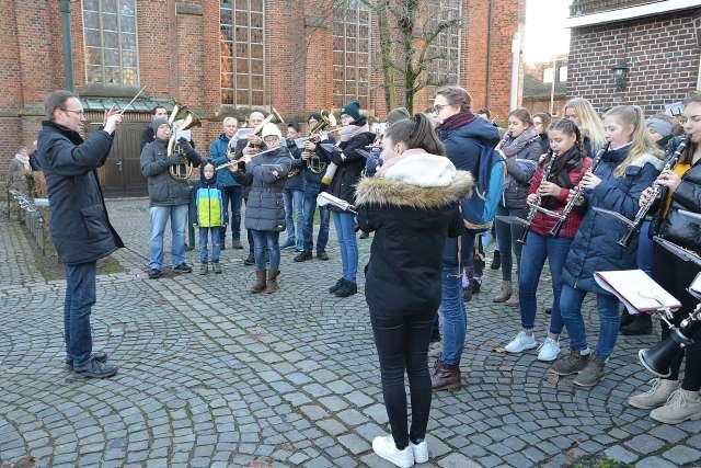Weihnachtsständchen mit Raesfelder Burgmusikanten