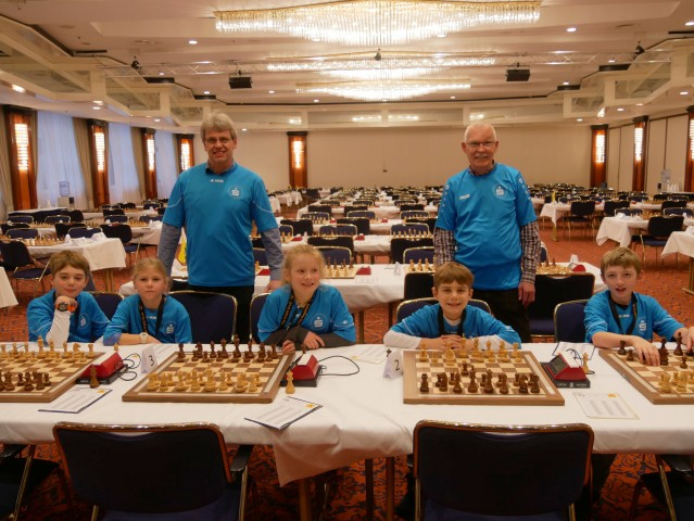 Raesfelder Schachmannschaft im großen Spielsaal des Maritim-Hotels