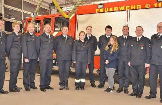Löschzugführer Ralf Kock, Jörg Wachtmeister und dem Leiter der Feuerwehr André Szczesny