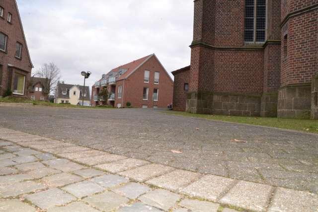 Bäume an der Kirche in Erle gefällt
