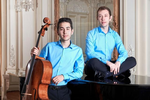 Die Brüder Manuel (Cello) und Rafael (Klavier) Lipstein spielen ein Konzert im Schloss Raesfeld.