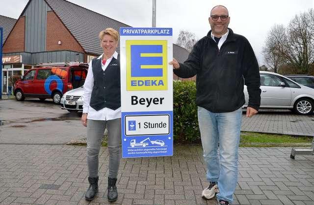 Sandra und Holger Beyer Edeka Erle Parken