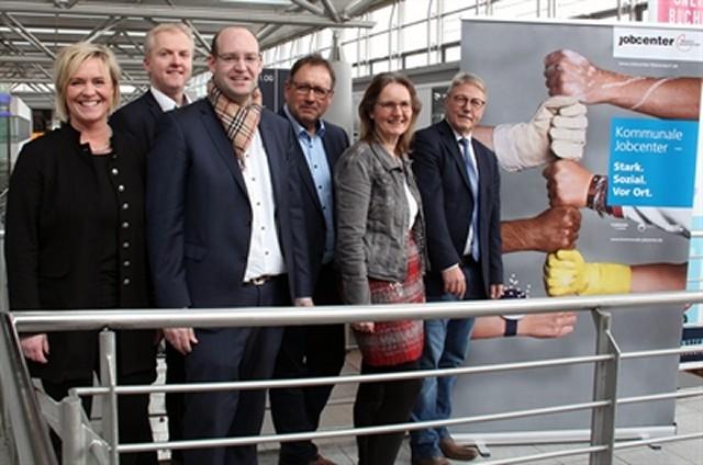 Freuen sich über die erfolgreiche Arbeit der Jobcenter im Münsterland
