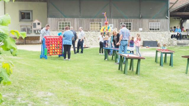 Der Fachbereich Jugend und Familie des Kreises Borken hatte alle Adoptiv- und Pflegefamilien aus der Region zum diesjährigen Sommerfest eingeladen.