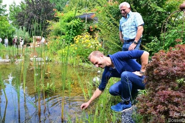 Uli und Karl-Heinz Baumeister am Schwimmteich